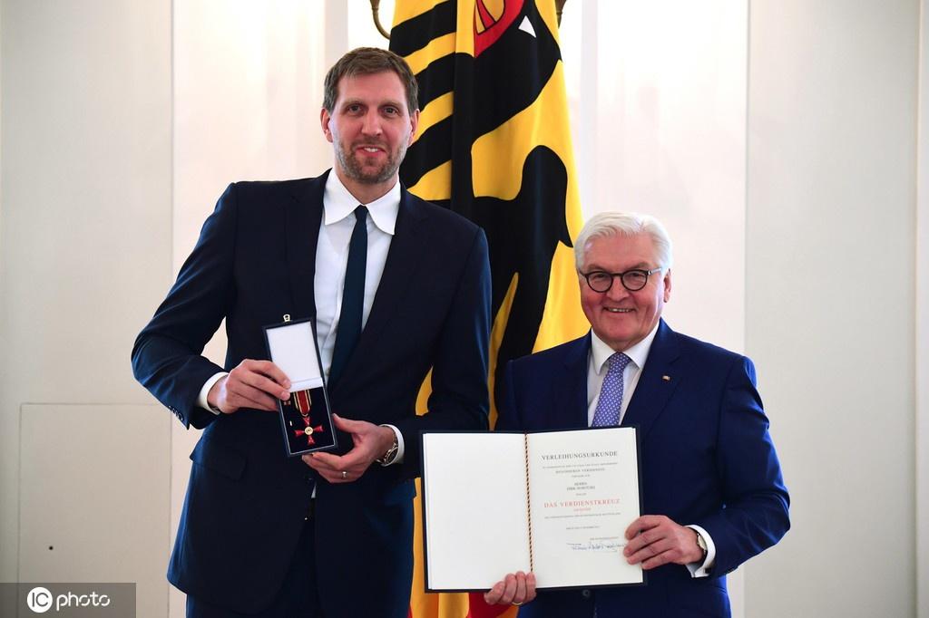 诺维茨基获颁德国联邦十字勋章