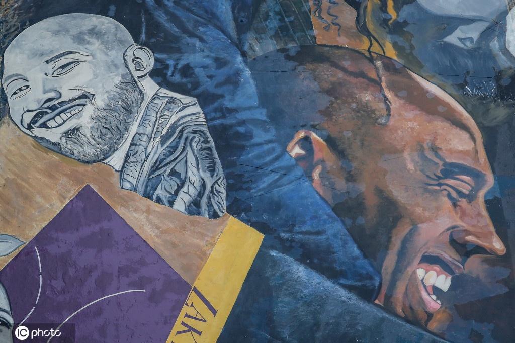 菲律宾一住宅小区现科比和女儿巨幅涂鸦