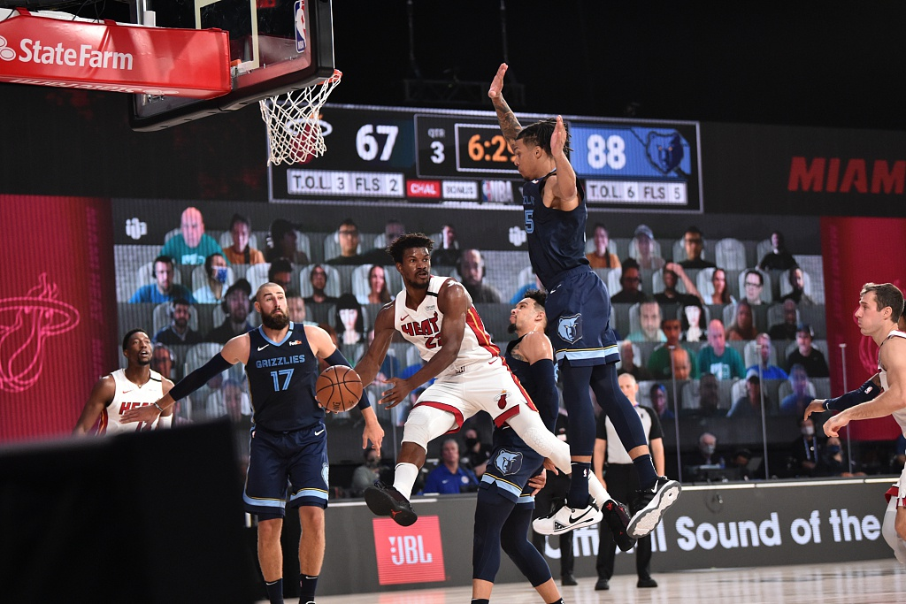 [NBA热身赛]灰熊128-110热火