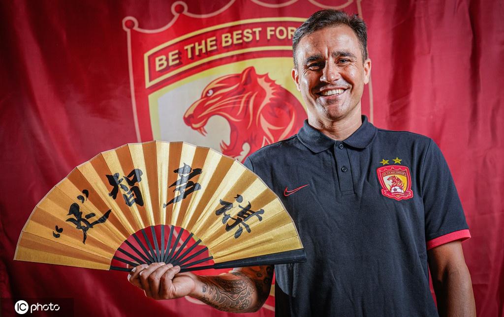 广州恒大拍摄新赛季创意写真 卫冕冠军来了!