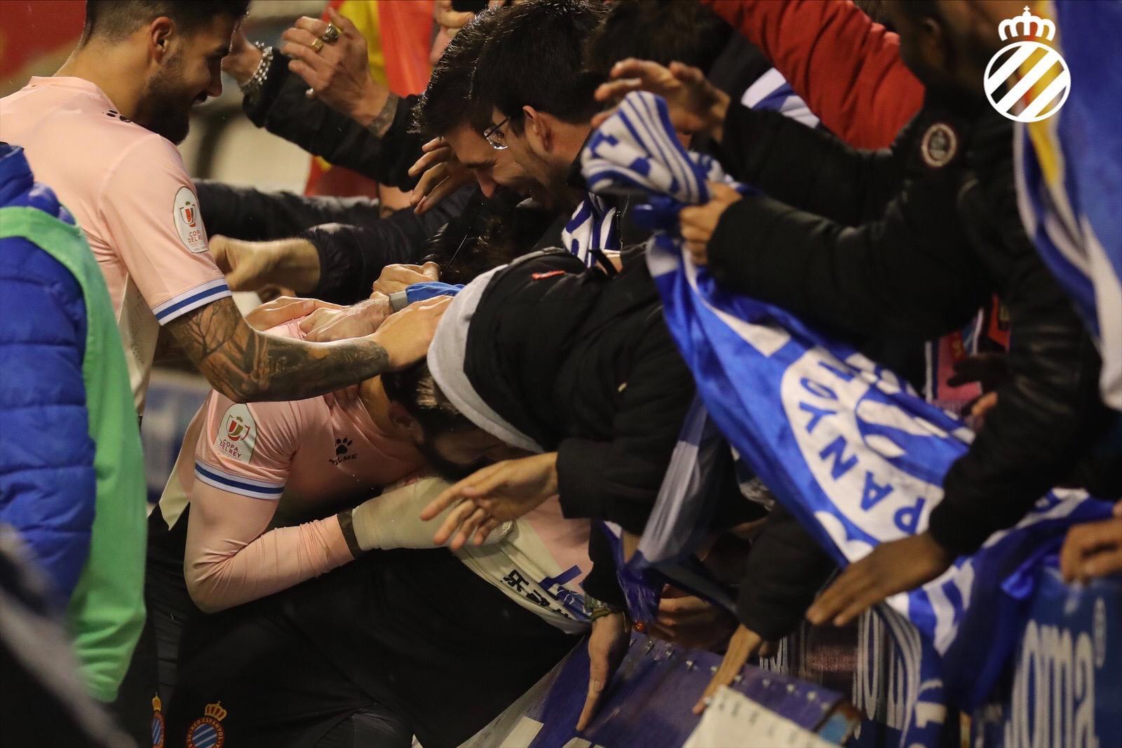 西班牙人球迷欣喜若狂