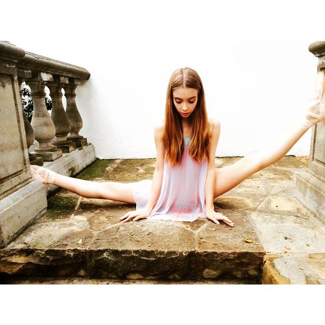 震撼人心的清纯美!21岁哥伦比亚大学舞蹈系高材生兼黄蜂啦啦队员
