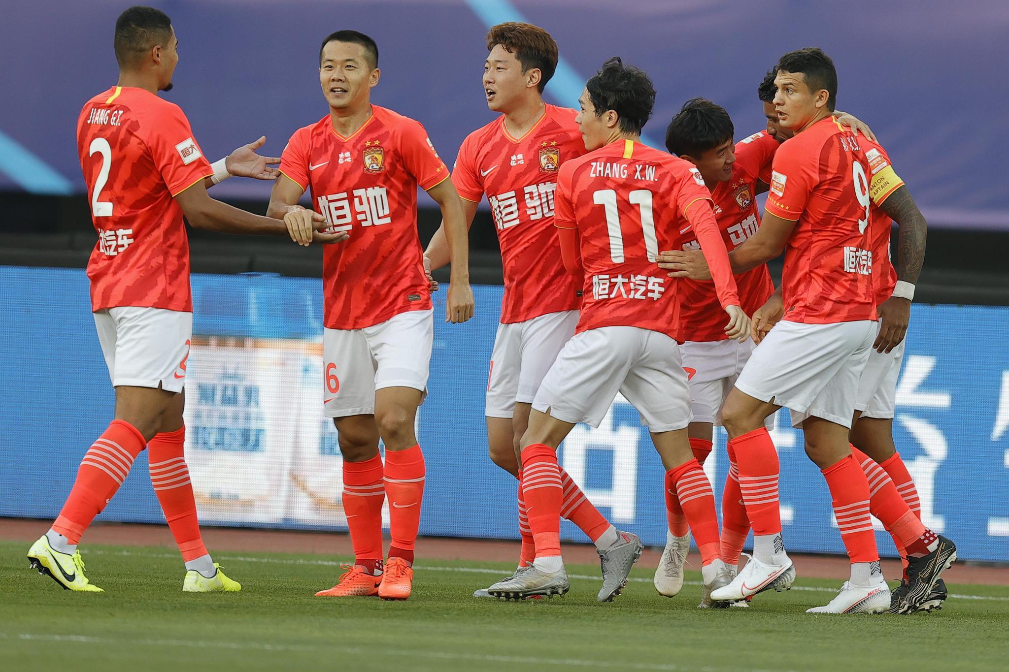 新浪直击广州恒大2-0上海申花