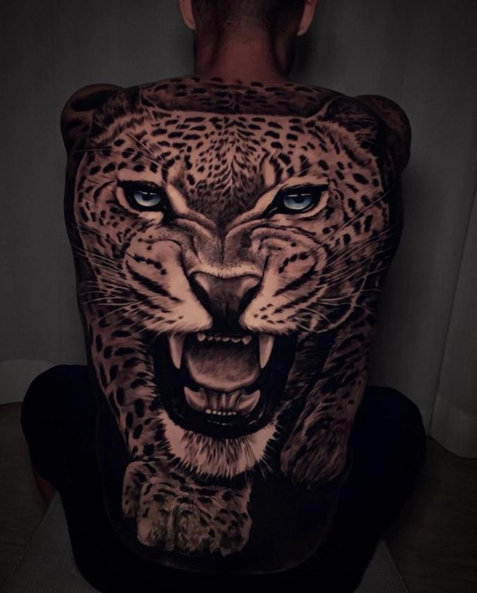 看着都疼!名将后背纹上豹头纹身