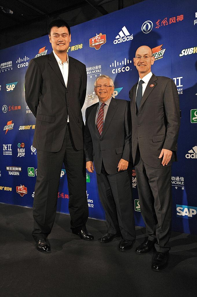 前NBA总裁大卫-斯特恩突发脑溢血
