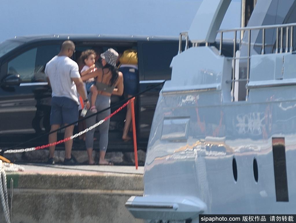C罗与乔治娜海边游艇度假