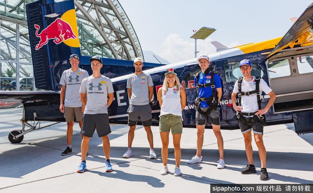 红牛极限跳伞队:希望让更多人喜欢上跳伞运动