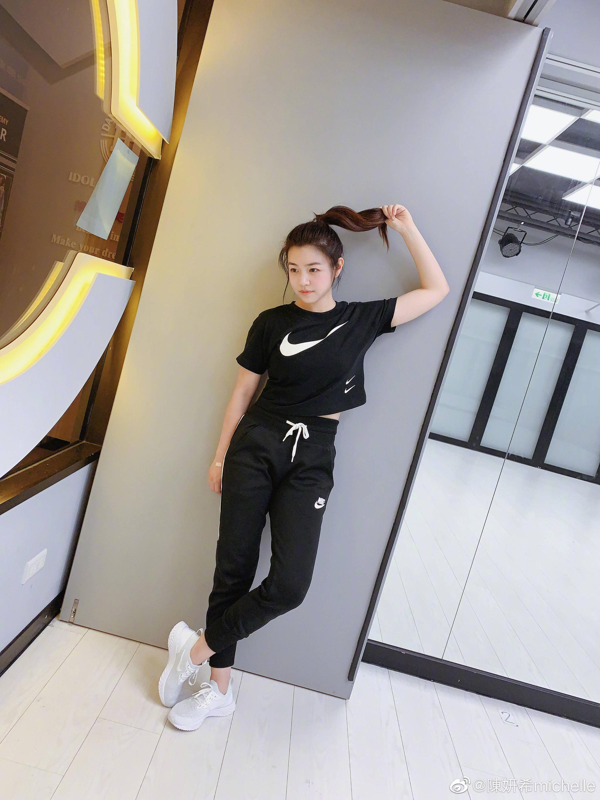 陈妍希Zumba打卡超自律 晒素颜自拍还是那么美