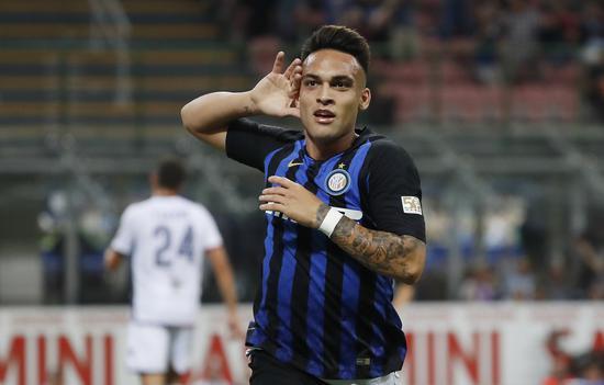 劳塔罗-马丁内斯是仅有一个在欧冠赛场上攻破过巴萨和皇马两队球门的球员
