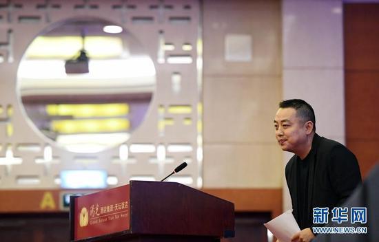 12月1日,刘国梁在说话后致谢。 新华社记者陶希夷摄