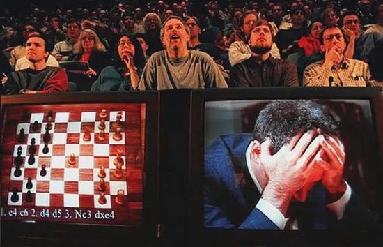 世界棋王卡斯帕罗夫和深蓝对弈