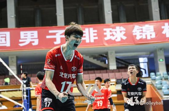 北京男排零封卫冕冠军江苏 上海男排新阵容开门红