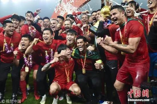 2018賽季中超第29輪,上海上港擊敗北京人和,提前一輪加冕中超冠軍。圖片來源:視覺中國