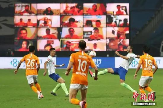 资料图:7月25日,武汉卓尔2:0战胜升班马青岛黄海青港。中新社记者 泱波 摄