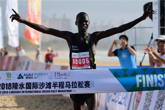 来自肯尼亚的KOECHJOHN夺冠