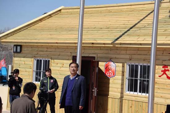 新疆足协副主席,新疆天雪豹足球俱乐部董事长孙爱军欢迎球队回家