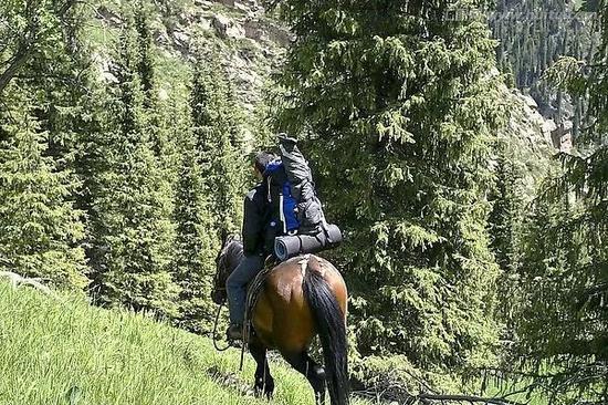 慢慢脱去她的衣服_为了安全!骑马的八项注意_马术_新浪竞技风暴_新浪网