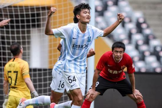 好好努力,希望你在广州富力越踢越好,要变得更强哦。