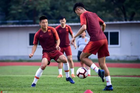 武磊今日与国足全队汇合 李磊仍单独训练缺席合练