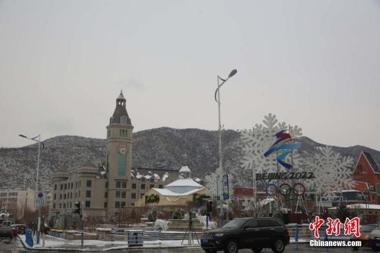 原料图:2022年北京冬奥会雪上项现在重要举办地,河北张家口崇礼城区。赵鑫 摄