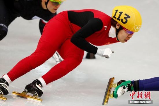 原料图:周洋在短道速滑比赛中。