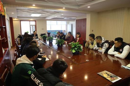 新疆投资人坦言降薪为长远发展 有俱乐部来电取经