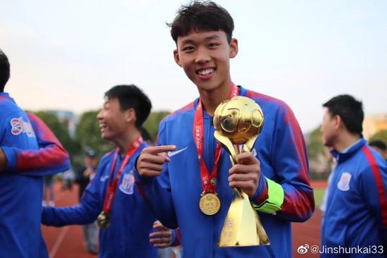 申花U19队长:国青打中乙含金量高 朱辰杰是榜样