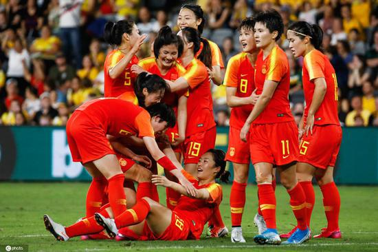 (今年2月,中国女足克服困难发扬拼搏精神,在澳大利亚赢得东京奥运会预选赛小组出线权。)