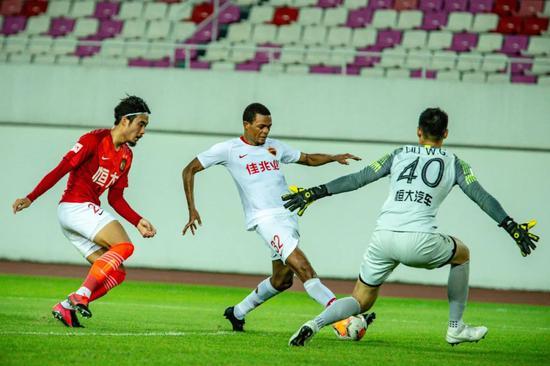 李铁考察球员高拉特表现抢眼 郜林王永珀也是目标插图(4)