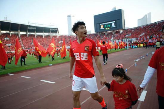 书写职业联赛传奇纪录 中国足坛常青树踏上新征途