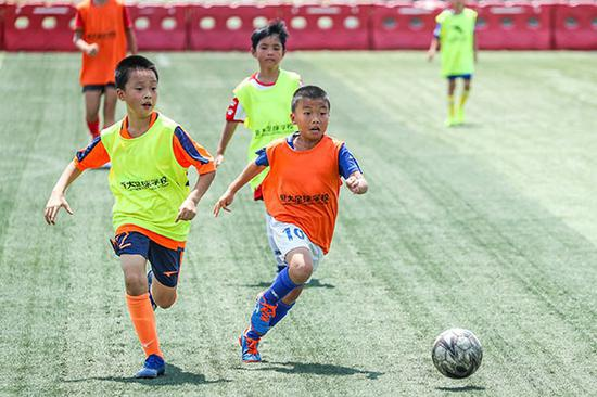 29日,来自内蒙古地区的希丁克在恒大足球学校参加内交3天的招生研究生调剂。