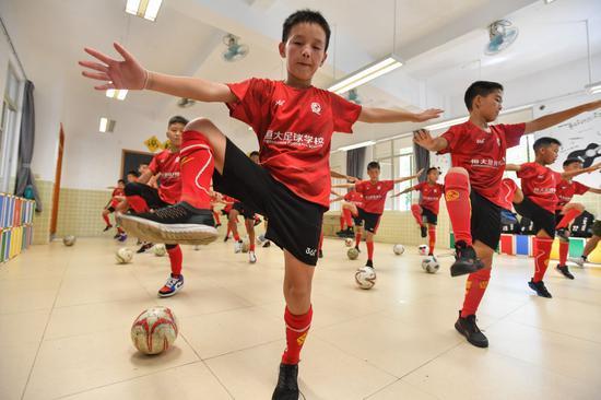 """恒大足校调研报告:中国足球青训""""分水岭""""来了?"""