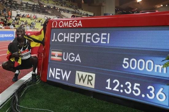 切普特盖打破5000米世界纪录 他还手握两路跑纪录