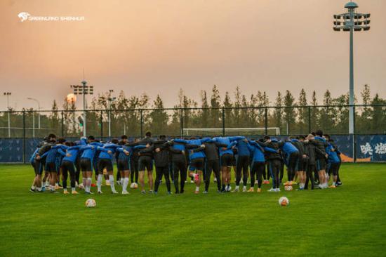 沪媒:申花失利仍赢尊重和赞誉 给中国足球带新思路