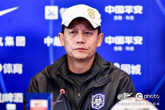 王宝山:保级成功我们没松懈 会继续提高5后卫演练