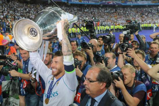 拉莫斯代表皇马踢16届欧冠 追