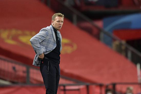 纳格尔斯曼不满被问服装论题:我是教练不是男模