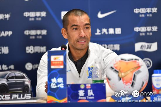 范帅:建业球员在替补席前嘲笑我 要把尊重给予对方