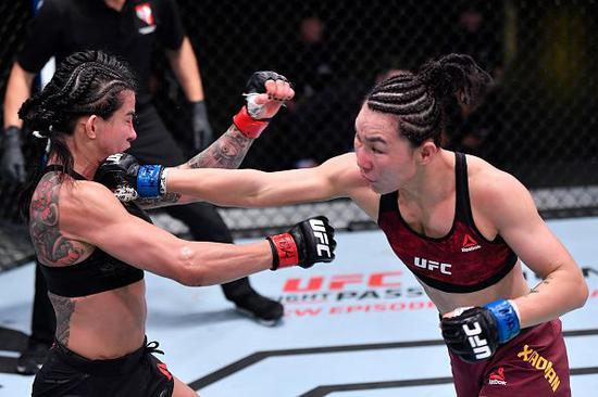 闫晓楠的站立技术更益。图/UFC