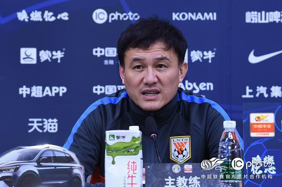 郝伟:王彤赛前跟腱有伤 能坚持90分钟非常不容易