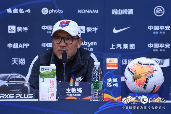 张外龙:相信大家能看到重庆队的提高 感谢球员们