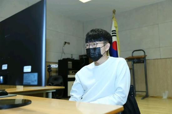 韩国外助申真谞比赛中
