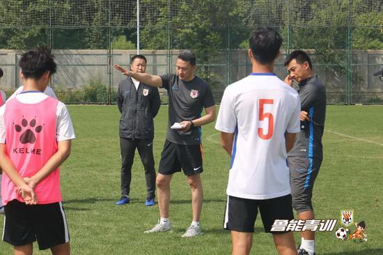 全新的鲁能U19红队教练组