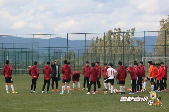 嘉丽泽冬训期间的鲁能U19红队