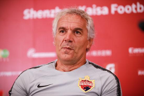 帕尔马考虑换帅 有意前深足主帅多纳多尼