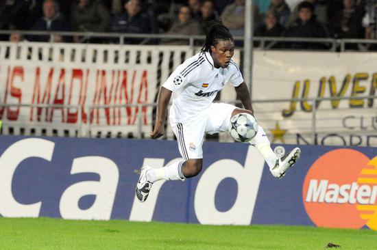 皇马旧将德伦特近来重返西班牙,与西丙球队穆尔西亚竞技签约