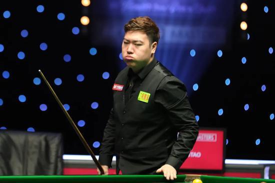 颜丙涛连赢3场决胜局 有望成第6位斯诺克大师赛首秀夺冠的球员