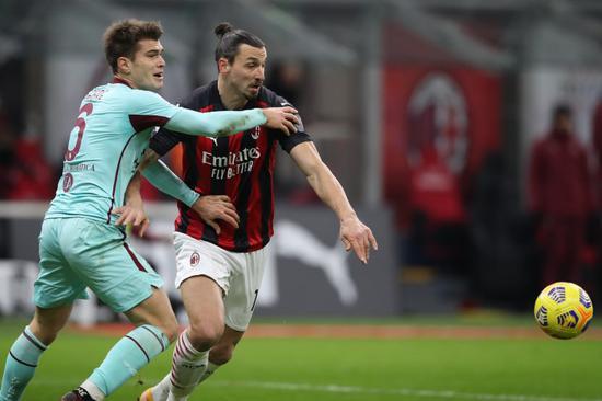伊布拉希莫维奇在上半时第31分钟抽射破门为米兰首开纪录