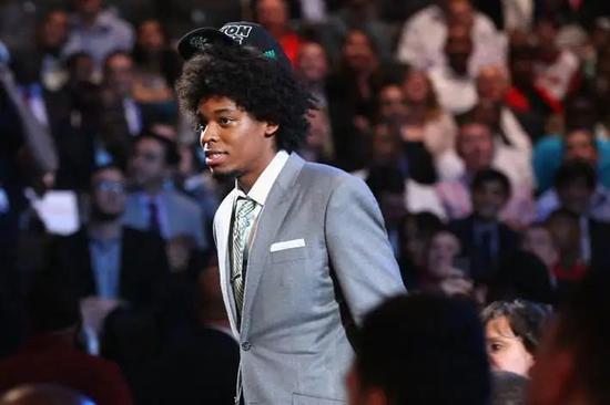 28岁官宣退役离开NBA! 大帽欧文甜瓜的狠人