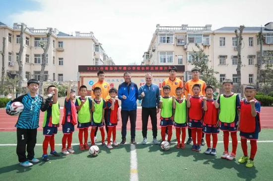这个小学曾走出多位青岛足球名将 海牛青训继续传承梦想